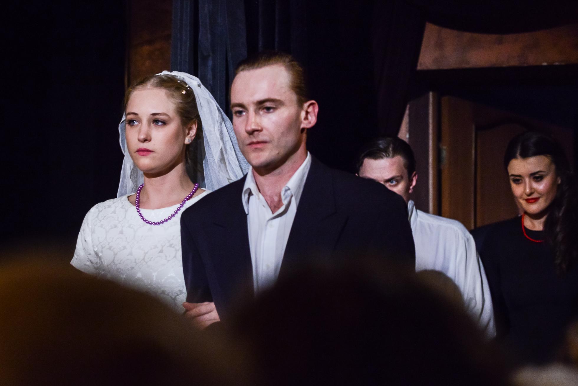 В день свадьбы театр комедианты